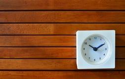 Pulso de disparo do quadrado branco na placa de madeira da veneziana Foto de Stock Royalty Free
