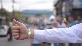 Pulso de disparo futurista vestindo do holograma do homem de negócios Conceito da tecnologia Imagens de Stock