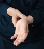 Pulso de medição do braço Fotografia de Stock