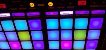 Pult du DJ/lumière à télécommande dans la salle de concert Photo stock