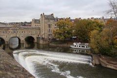 Pulteney桥梁和河Avon在巴恩,英国 免版税库存照片