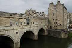 Pultney Bridge And River Avon With Boat Tour in Bath, United Kin. Gdom Royalty Free Stock Photo