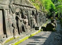 Pulu -古老雕刻在石头, Ubud,巴厘岛 免版税库存照片