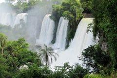 Pulvérisateurs majestueux de cascade Photos stock