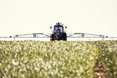 Pulvérisation de tracteur photo libre de droits