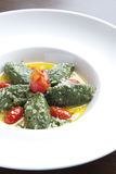 Pulvérisez la salade d'épinards photo libre de droits