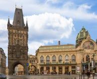 Pulver-Tor in Prag Lizenzfreie Stockbilder