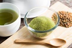 Pulverisierter grüner Tee Stockbild
