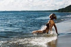 Pulverização da jovem mulher Imagem de Stock Royalty Free