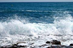 pulverizador de mar congelado na ação Fotografia de Stock