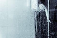 Pulverizador do aquecedor de água e do chuveiro no banheiro Foto de Stock Royalty Free