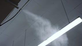 Pulverizador do equipamento do controle de umidade do ar da umidade do armazém da fábrica vídeos de arquivo