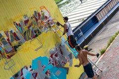 Pulverizador que pulveriza em uma coluna da ponte, Regensburg dos grafittis, Alemanha Fotografia de Stock Royalty Free
