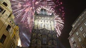 Pulverize fogos-de-artifício da porta e do feriado da torre em Praga, República Checa vídeos de arquivo