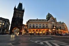 Pulvertorn och kommunalt hus, Prague Arkivfoton