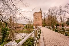 Pulvertornet, Minnewater, Brugges, Belgien 2017 arkivbild