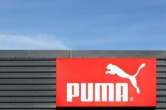 Puma logo na fasadzie Obrazy Royalty Free