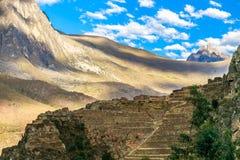 Pumatallis、古老印加人堡垒和山,囊大阳台  图库摄影