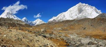 Pumori、Nuptse和洛子峰峰顶视图,尼泊尔 库存照片