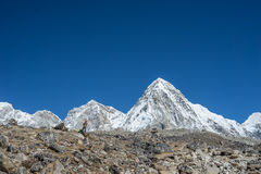 Pumori山,珠穆琅玛地区 免版税库存照片
