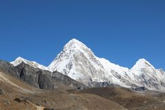 Pumori, ` bedeutend das Gebirgstochter ` in Sherpa-Sprache lizenzfreies stockbild