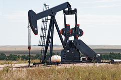 Pump jack lifting crude oil Royalty Free Stock Photos