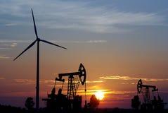 Pump- och windturbin Arkivfoto