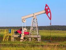 Pump swinging oil Royalty Free Stock Photo