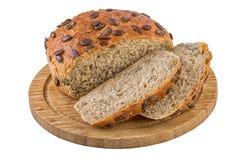 Pumpa kärnar ur bröd på det Cuttiing brädet Royaltyfria Bilder