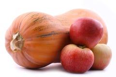 Pumpa och tre äpplen Arkivbild