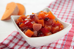 Pumpachutney, äpplen och cranberries Arkivfoton