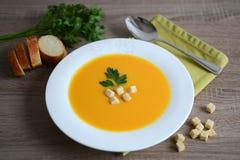 Pumpakräm-soppa med krutonger Royaltyfri Fotografi