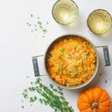 PumpaRisotto med timjan och parmesan, italiensk kokkonst fotografering för bildbyråer