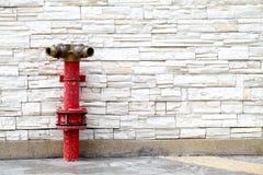 Pumpe des roten Wassers Stockbild
