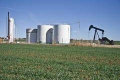 Pumpe Jack und Becken Farm-6884 Lizenzfreie Stockfotos