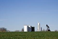 Pumpe Jack und Becken Farm-6906 Stockbild