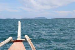 PUMPEN-BOOT IN ISLA GIGANTES IN DEN PHILIPPIANS lizenzfreie stockbilder