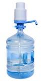 Pumpen Sie Zufuhr auf 5 Gallonen-Trinkwasserflasche Stockfotografie