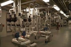 Pumpenraum mit Ausrüstung in einem Wohngebiet Lizenzfreie Stockfotos