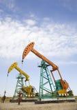 Pumpjack do petróleo fotos de stock royalty free