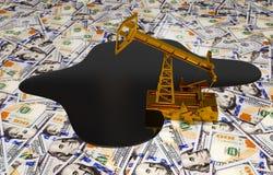 Pumpjack dourado e óleo derramado no dinheiro Foto de Stock Royalty Free