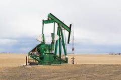Pumpjack en Alberta, Canadá Imagen de archivo libre de regalías