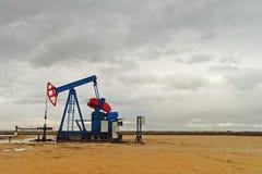 Pumpjack olje- pump Fotografering för Bildbyråer