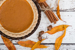 Pumpkin pie with autumn decorations Royalty Free Stock Photography