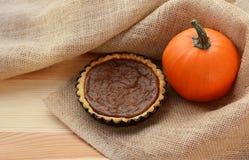 Pumpkin pie and pumpkin in hessian Stock Photos