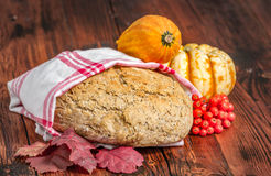 Pumpkinbread caseiro fresco foto de stock royalty free