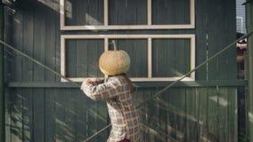 Pumpkinhead tanzt stock video footage