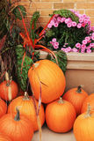 Pumpkins for sale. Ripe pumpkins and flowers for sale at the farmers market Royalty Free Stock Photos