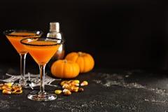 Pumpkintini del cocktail di caduta o di Halloween fotografia stock