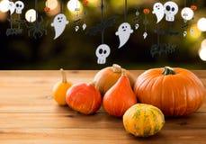 Pumpor och halloween partigirland Arkivbilder